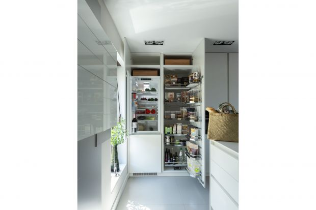 Szafki kuchenne powinny na zapewnić wygodne przechowywanieróżnychproduktów. Dobrze, jeśli są pakowne,funkcjonalne i wygodne. A wszystko ma w nich swoje miejsce, nie gubi się i jest na wyciągnięcie ręki.