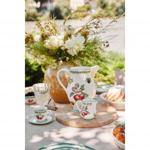 Oprócz ogrodowych roślin kwitnących stoły powinny zdobić bukiety ciętych kwiatów. Fot. WestwingNow