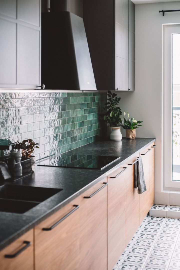 Grafitowe blaty w kuchni. Projekt: Make Architekci. Zdjęcia: Hanna Połczyńska, Kroniki Studio