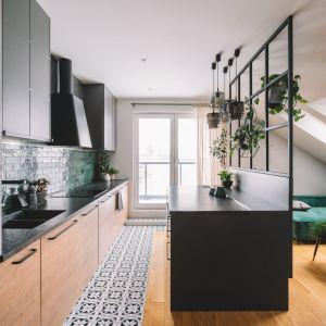 Mieszkanie o powierzchni 60 m2 zostało zaprojektowane w stylu nowoczesnym. Projekt: Make Architekci. Zdjęcia: Hanna Połczyńska, Kroniki Studio