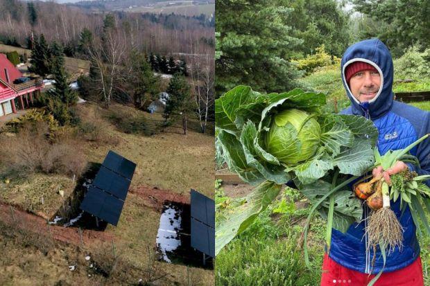 Popularny piosenkarz zamieszkał w sercu Gór Świętokrzyskich, w drewnianym domu z pięknym ogrodem. Zobaczcie jak wygląda jego posiadłość!