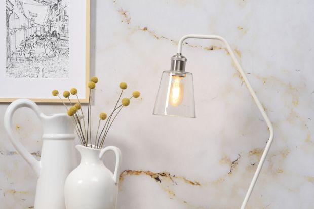 Aby zasłużyła na to miano, lampa musi dobrze oświetlać biurko, emitować zdrowe dla oczu światło, nie zajmować dużo miejsca na blacie do pracy i oczywiście efektownie wyglądać. Wszystkie te kryteria spełniają produkty Zuiver i It's About RoM
