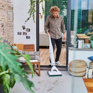 Pionowy odkurzacz bezprzewodowy zrewolucjonizował proces sprzątania w niejednym domu. Fot. Kobold