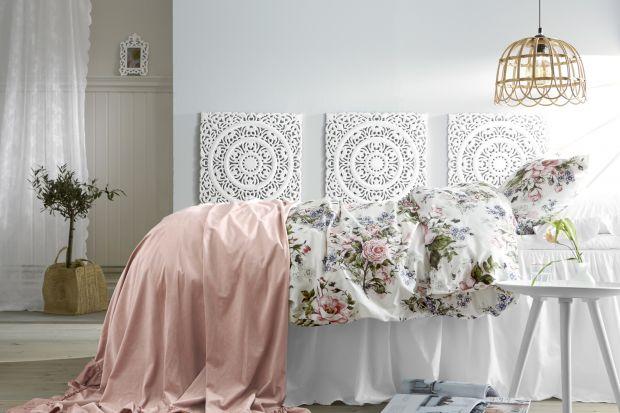 Przytulne wnętrza inspirowane sielskim życiem na Prowansji są na topie. Jak je urządzić? Wystarczy wybrać modne dodatki. Wzorzyste tkaniny sprawdzą się tu idealnie.