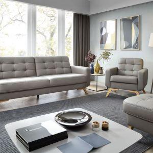 Sofa Fiord ma wszystko, co powinien posiadać wygodny, nowoczesny mebel do salonu – ciekawy wygląd, modne wysokie drewniane nóżki, wygodną funkcję spania oraz pojemnik na pościel. Cena: od 2616 zł. Producent: Sweet Sit
