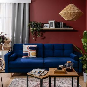 Niebieska sofa Noret dostępna w salonach BRW. Cena: 2.199 zł