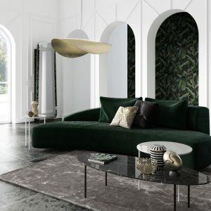 """Absolutnym """"must have"""" każdego salonu jest sofa. Bez niej ciężko sobie wyobrazić życie rodzinne oraz towarzyskie. To jej charakter znacząco wpływa na klimat living roomu. Zauważona na sklepowej ekspozycji, na łamach wnętrzarskiego magazynu czy portalu, staje się główną bohaterką wnętrza. Tak jest z sofą MOON marki Absynth."""