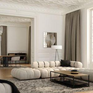 Wysokie wnętrza z dużymi przeszkleniami okiennymi doskonale nadają się, by urządzić je właśnie w tym stylu. W takie przestrzenie perfekcyjnie wkomponuje się sofa elegancka, pikowana, o zaokrąglonych kształtach, taka jak GIRO marki Absynth.