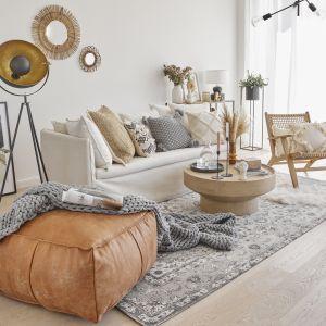 Przed zakupem nowej sofy przemyśl, ile osób będzie korzystać z sofy. Weź pod uwagę codzienne użytkowanie, jak i dni, w których przyjmujesz gości. Fot. Westwing