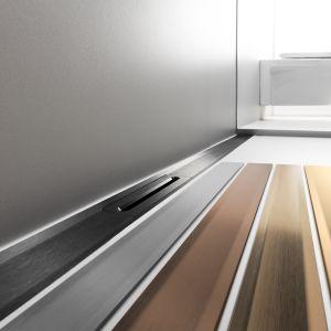 Firma Viega rozszerzyła ofertę odpływów prysznicowych Advantix Cleviva o cztery nowe warianty kolorystyczne, zgodne z aktualnymi trendami wnętrzarskimi. Fot. Viega