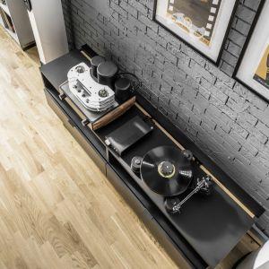 Drewniana podłoga może być dostępna w wersji deski litej lub trójwarstwowej. Fot. Skandinavien/VOX