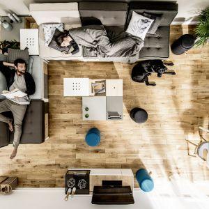 Od wzoru drewnianej podłogi zależy całościowy wygląd wnętrza, warto więc dobrze wybrać! Fot. Skandinavien/VOX