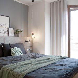 Piękne projekty sypialni zachwycają aranżacyjną odwagą, której efektem są nie tylko niezwykle przytulne, ale także efektowne wnętrza. Projekt Ewelina Mikulska-Ignaczak, Mikulska Studio. Fot. Jakub Ignaczak, K1M1