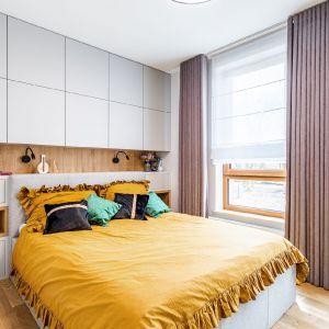 Sypialnia to dla wielu jedno z najważniejszych pomieszczeń w mieszkaniu – miejsce relaksu oraz domowa oaza spokoju.  Projekt Modify Fot. Michał Młynarczyk