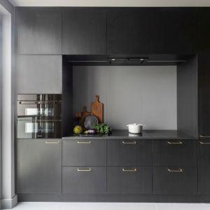 Płytki na ścianie nad blatem w kuchni. Projekt Decoroom fot. Pion Poziom