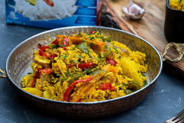 Kuchnia indyjska to prawdziwa rewia smaków i aromatów. Dziś przygotowaliśmy przepis na byriani – klasyczne danie indyjskiej kuchni. Ryż basmati, mnóstwo warzyw, przypraw i ziół. Sami spróbujcie! Smacznego!