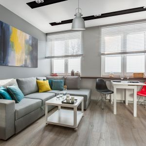 W męskim mieszkaniu prym wiedzie prostota połączona z elegancją, do których doskonale pasują lampy wiszące i biurkowe z serii LOLY.