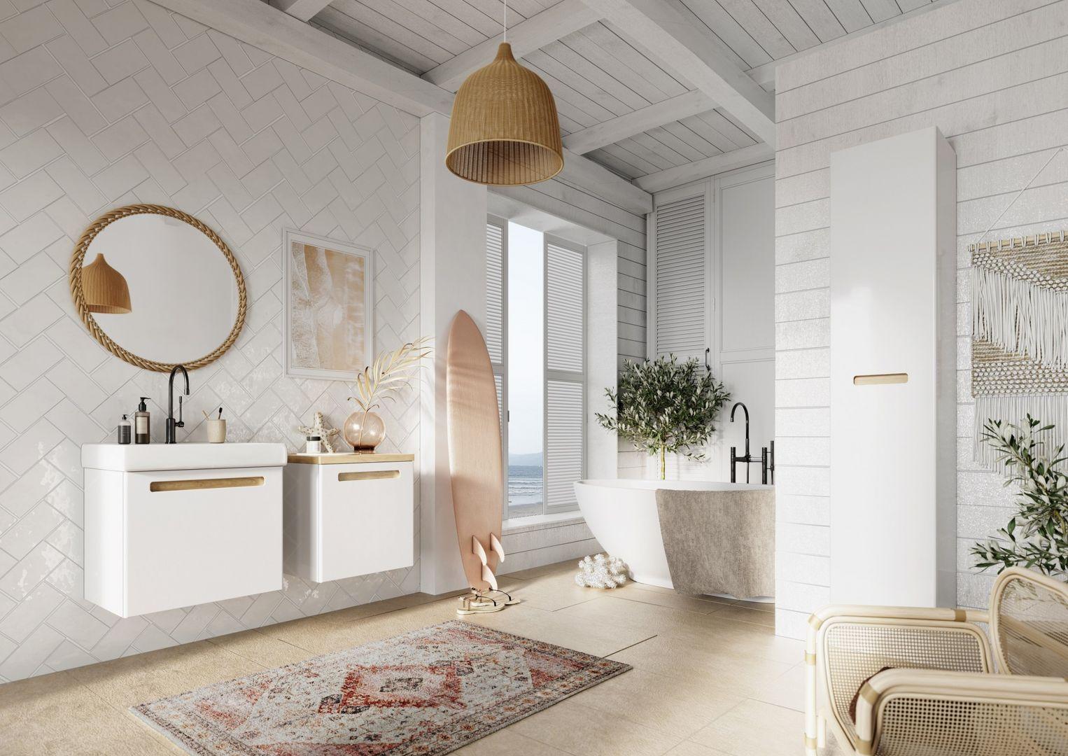 Kobieca łazienka w modnych kolorach. Fot. Defra meble Senso białe