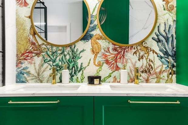 Odpowiednio dobranekolory odgrywają znaczącą rolę w łazience. Mogą optycznie powiększyć małą przestrzeń lub utulić wielki metraż tak, aby stał się przytulnym kątem. Jakie kolory sprawdzą się w łazienkach? Zobaczcie 12 pomysłów!