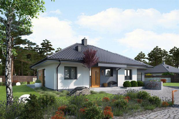 Ten domjest szybki i tani w realizacji, a tym samym będzieekonomiczny w utrzymaniu. Można go wybudować w cenie mieszkania. Wnętrze mimo niedużych rozmiarów (78,96 m2) jest bardzo przestronne, ustawne i słoneczne.<br /><br /><br /
