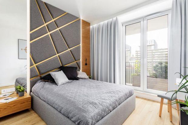 Szukasz pomysłu na wykończenie ściany za łóżkiem w sypialni? Potrzebujesz pięknych inspiracji? Znajdziesz je w naszym przeglądzie. Zobacz jak z pomysłem wykończyć ścianę za łóżkiem w sypialni.<br /><br />