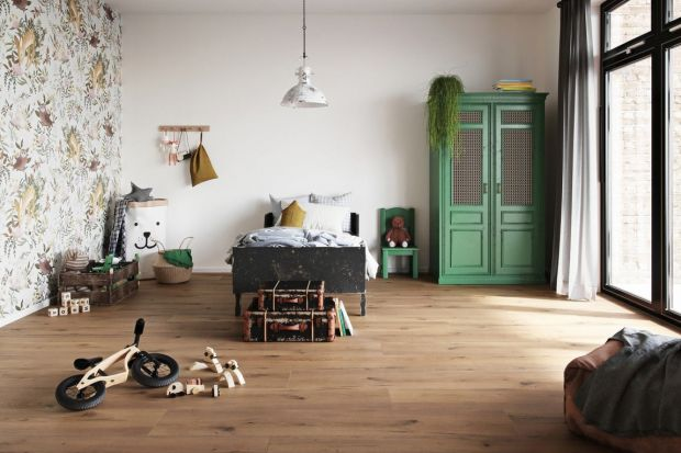 Wybór podłogi do pokoju dziecka jest bardzo ważny.Musi być ona stabilna, trwała, bezpieczna iprzyjemna w dotyku.Warto też pamiętać, że efekt końcowy w dużej mierze zależy także od wyboru odpowiedniego podkładu.<br /><br />