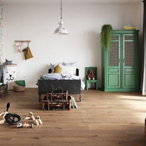 Idealnym rozwiązaniem do pokoju dziecka jest podłoga wykonana z miękkiego, elastycznego i ciepłego w dotyku materiału. Fot. wineo