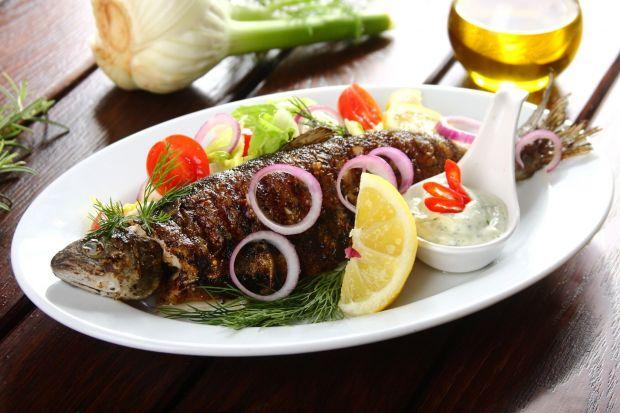 Ryby warto włączyć do letniego menu. Charakteryzują się delikatnym, rozpływającym się w ustach mięsem, które dobrze komponuje się z całą gamą różnorodnych składników. Sięgnij więc po najlepsze przepisyna przygotowanie ryby w domu.