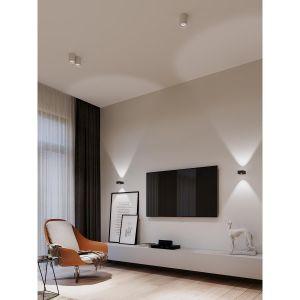 Kinkiety Tuba stanowią idealne oświetlenie ściany z telewiorem. Fot. AQForm
