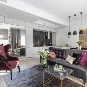 47-metrowe mieszkanie w Warszawie urządzone w stylu nowoczesnej klasyki. Projekt i zdjęcia: KODO Projekty i Realizacje Wnętrz