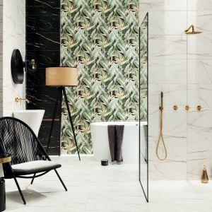 Motyw egzotycznej roślinności widoczny jest także w kolekcji Floris, tym razem jednak pojawia się w otoczeniu szlachetnego rysunku marmuru i kontrastującej ze sobą bieli i czerni. Fot. Ceramika Domino/Tubądzin