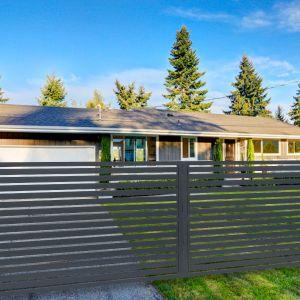 Ogrodzenie to najważniejszy element otoczenia domu. Dobrze dobrane będzie cieszyć oczy i służyć nam przez długie lata. Fot. Fortlook