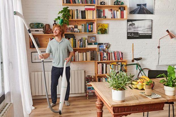 """Wmyśl zasady """"często a krótko"""" wprowadź w swoim domu popularną metodę 15 na 6. Wystarczy bowiem każdego dnia poświęcić zaledwie kwadrans na porządki, by dom był zadbany cały czas. Nie wiesz, od czego zacząć? Oto gotowy harmonogram spr"""
