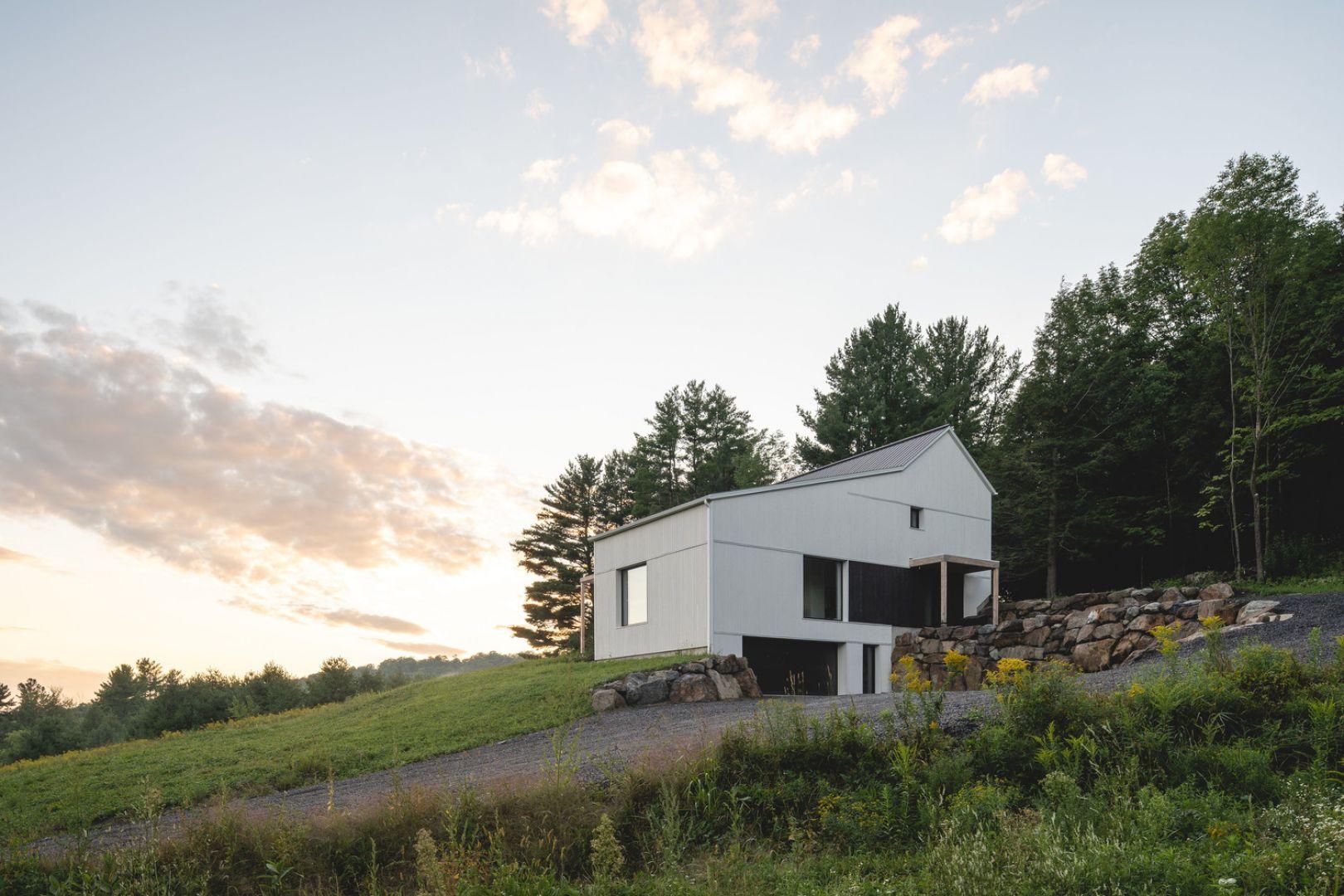 Nowoczesny dom wybudowany w systemie domu pasywnego. Projekt: pracownia L'Abri. Zdjęcia: Raphaël Thibodeau