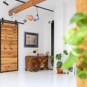 Strefa wejściowa do mieszkania. Projekt wnętrza: Szalbierz Design. Zdjęcia: Maja Musznicka Shine Studio