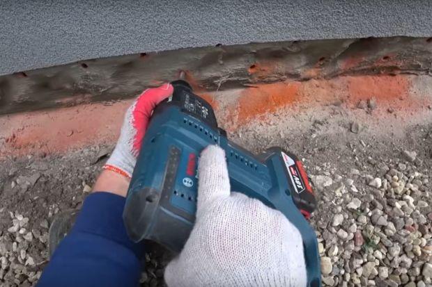 Jak osuszyć zawilgocone ściany i mury? Jak pozbyć się problemów z wilgocią pojawiającą się na ścianach budynków? Podpowiadamy. Sprawdź, co radzę eksperci.<br /><br /><br /><br />