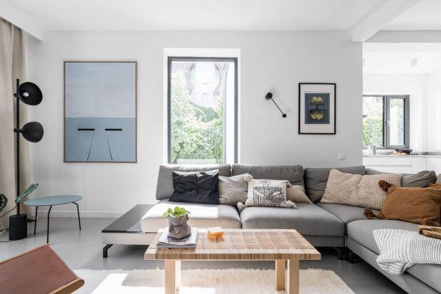 Ściany w salonie możesz wykończyć na wiele sposobów. Do wyboru masz farby, drewno, cegłę czy sztukaterię. Co zatem sprawdzi się najlepiej? Zobacz nasze pomysły na ściany w salonie.<br /><br />