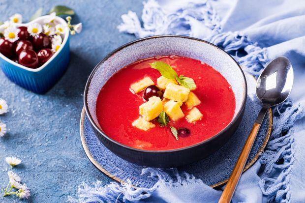 Wiśniowa zupa podawana na zimno to świetna propozycja na letni dni i kusząca nowość dla wszystkich małych odkrywców ciekawych smaków. Jest szybka i prosta w przygotowaniu.