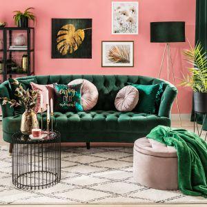 Trzyosobowa sofa Testo elegancko uzupełni kącik wypoczynkowy salonu, wprowadzając ducha stylu art déco. Cena: 4139 zł. Producent: Black Red White