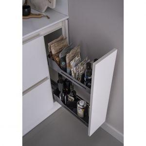 System Snello przy pomocy koszyków o cienkich ściankach oraz magnetycznym podziałkom zorganizuje przestrzeń w szufladzie nawet o 20 cm szerokości. Fot. Peka