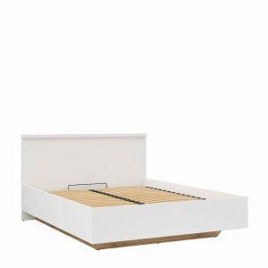 Konstrukcja łóżka Erla nadaje mu wizualnej lekkości, mimo jego rozmiaru. Fot. Black Red White