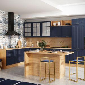Bardzo popularne jest złoto, które podnosi prestiż kuchennego wnętrza. Można je wprowadzić do kuchni w postaci uchwytów, które kuchennej aranżacji dodadzą blasku, stylu i elegancji. Fot. KAM