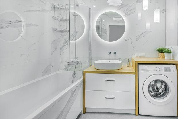 Jak urządzić małąłazienkę w bloku? Wybrać wannę czy prysznic? O czym pamiętać na niedużym metrażu? Co warto wiedzieć planującmałą łazienkęw bloku? Podpowiada i radzi projektantka Beata Ignasiak.