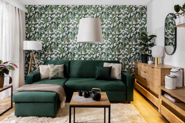 Narożnik w salonie: świetna zielona kanapa do małego wnętrza!