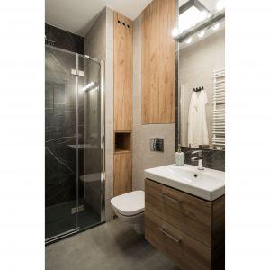 Mała łazienka z prysznicem. Projekt i zdjęcia: KODO Projekty i Realizacje Wnętrz