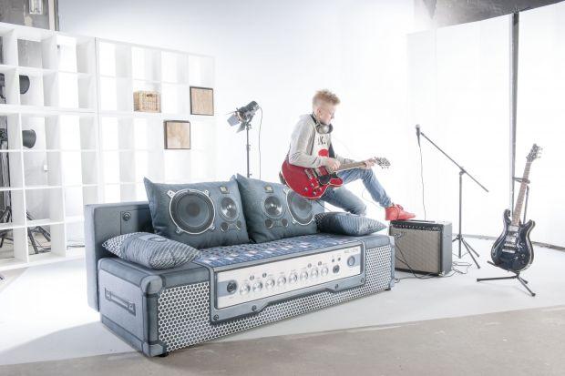 Sofa to jeden z najważniejszych elementów w pokoju młodzieżowym. Musi być praktyczna i wygodna. Musi też świetnie wyglądać. Jaki zatem model wybrać? Szukasz inspiracji? Podpowiadamy, na co zwrócić uwagę szukając sofy do pokoju nastolatka.