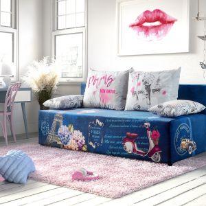 Sofa Play Full w całość wykonana jest na sprężynach bonellowych, co zapewnia wysoki komfort spania. Posiada pojemnik na pościel. Dodatkowym atutem mebla jest wspomaganie otwierania (tzw. automat). Producent: Libro. Fot. Libro