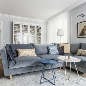 Aby to zrobić należy zmierz szerokość swojej kanapy, wybrać dywan, który ma dłuższy jeden z boków, a następnie rozłożyć go tak, aby jego boki były widoczne po obu stronach kanapy.Projekt Magma. Fot. Fotomohito