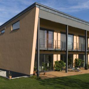 Przeszklenia w rozmiarze XXL są atrybutem nowoczesnych domów. Dają możliwość stworzenia prestiżowych realizacji, a jednocześnie ukrycia wszelkich mechanizmów odpowiadających za ich obsługę. Fot. Awilux