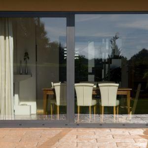 Duże okna można w prosty sposób dostosować do naszych potrzeb i budynków. Fot. Awilux